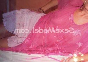 Cinthya massage escorte girl